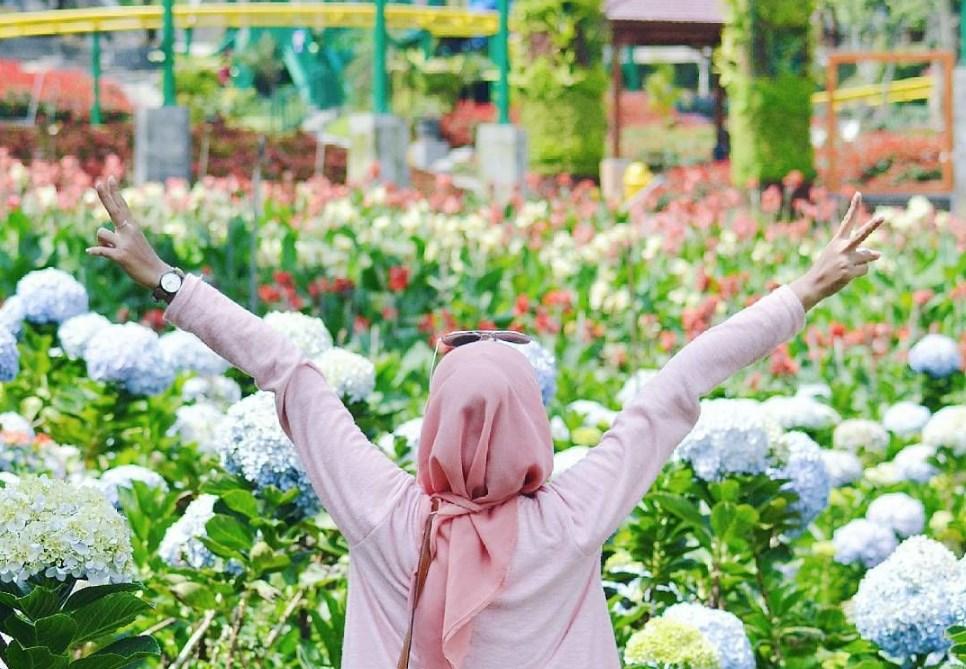 Keindahan Taman Bunga Selecta Malang